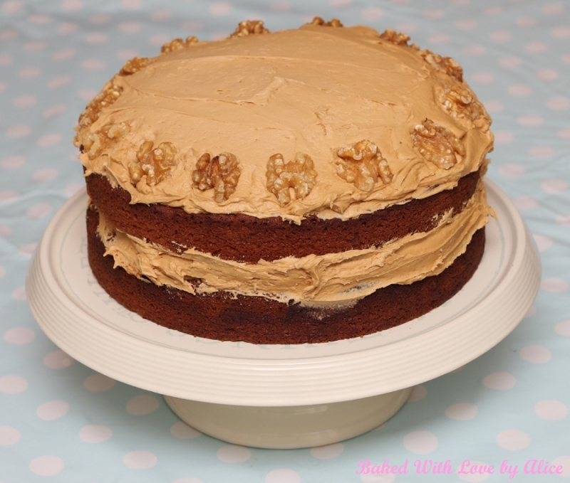 Single / Double / Triple Layer Cakes And Tray Bakes